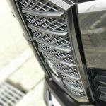 VELLFIREのフロントバンパーガーニッシュのメッキ部分を色替えしました。エイブリィのメタリックブラックがジュストフィットでした。
